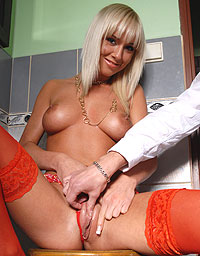 Wet And Puffy Set Natali gets a Hand