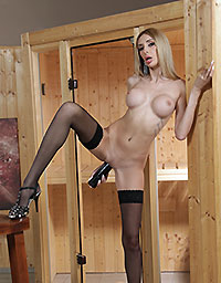 Wet And Puffy Set Filled With Black