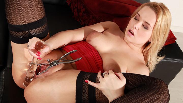 Porn Video Busty Nikki