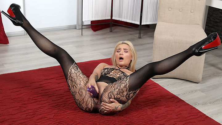 Porn Video Luscious In Lace
