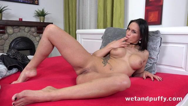 image Wetandpuffy violent orgasm wet juicy pussy